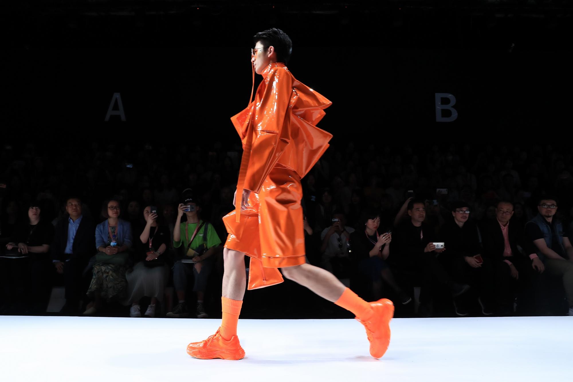 四川美术学院设计艺术学院服装设计作品亮相2019中国国际大学生时装周