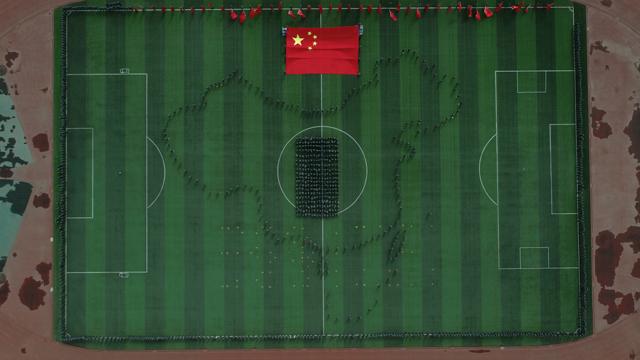 宁夏医科大学学子青春告白祖国与国旗同框1.jpg
