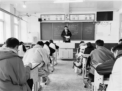 """常华仁:让更多藏族学生""""一人成才,全家脱贫"""""""