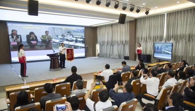 湖北武汉十一中向贵州黔西南在线直播送教精准
